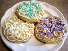 Our Decorated White Chocolate Sugar Cookies are buttery sugar cookies, drizzled with creamy white chocolate and sprinkled with pretty edible glitters!
