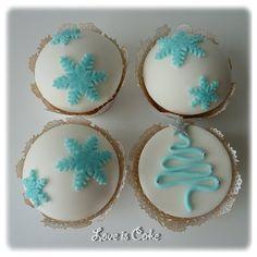 Christmas Cupcakes #GreatCakeDecorating #IdeasAndInspiration We love!