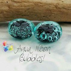 Neon burbujas Aqua par de perlas de Murano por GlitteringprizeGlass