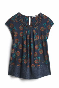 Dear Stitch Fix Stylist, I like this dark navy mixed with floral pattern and shirt style. Stitch Fix Fall, Stitch Fix Outfits, Stitch Fix Stylist, Mode Hijab, Sewing Clothes, Dress Me Up, Blouse Designs, What To Wear, Style Me
