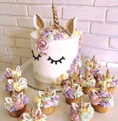 Whimsical unicorn cake/cupcakes for a girls birthday party Fancy Cakes, Cute Cakes, Pretty Cakes, Beautiful Cakes, Amazing Cakes, Unicorn Birthday Parties, Unicorn Party, Unicorn Cakes, Birthday Ideas