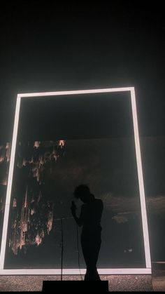 Wallpaper Matty Healy The 1975 Concert Matthew Healy, Photo Wall Collage, Picture Wall, The 1975 Live, The 1975 Wallpaper, The 1975 Concert, Artist Wall, Concert Photography, Aesthetic Pictures