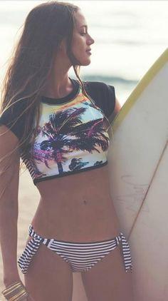 Want the bikini! Roxy Pop Surf // Sunset Stripes Remix Rashguard and Scooter Bikini Bottom. Crop Top Bikini, Bikini Modells, Bikini Bottoms, Daily Bikini, Bikini Babes, Bikini Beach, Roxy Bikini, Surf Mode, Surfer Girl Style