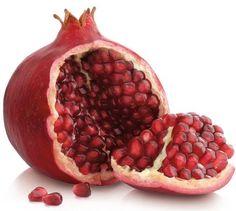 Love food: Granaatappels staan symbool voor vruchtbaarheid vanwege hun vele zaden. De oude Egyptenaren dachten dat granaatappelsap een levenselixer was wat je onsterfelijk maakt.