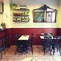 salón Bodega Gracian donde comer unas bravas geniales junto con tu vermut