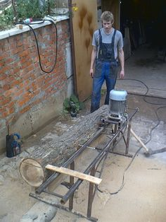 Homemade Chainsaw Mill, Homemade Bandsaw Mill, Lumber Mill, Wood Mill, Learn Woodworking, Woodworking Plans, Easy Craft Projects, Wood Projects, Chainsaw Mill Plans