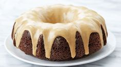 Peanut Butter Glaze You'll think you've died and gone to peanut butter heaven! Mix this up in minutes and put it on chocolate desserts for an extra-decadent (but extremely easy) upgrade. Chocolate Bundt Cake, Chocolate Peanut Butter, Chocolate Desserts, Bundt Cake Glaze, Glaze For Cake, Glaze Icing, Sugar Glaze, Peanut Butter Glaze Recipe, Peanut Butter Recipes