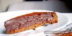 Ovaj tjedan poludjela sam za čilijem! Ne znam zašto, trudna nisam :-)  Zbog te ludosti napravila sam ovaj jednostavan, ali jak i intenzivan kolač u kojem crna čokolada snažno ljubi čili! Tko voli čokoladne tartufe (chocolate truffles) ovaj tart će mu postati jedan od omiljenih kolača. Zavirite u meksičku čokoladnu radionicu!