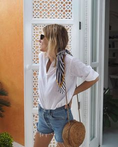 awesome Maillot de bain : A flowy white shirt tucked into cut-off jeans. The perfect Off the Beaten Track ...
