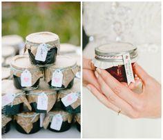 Mermelada para los invitados de la boda Souvenir Ideas, Doilies, Party Favors, Mason Jars, Strawberry, Wedding Ideas, Valentines Day Weddings, Preserves, Wedding Keepsakes