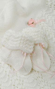 Novita Oy - Neulemalli: Neulotut vauvan sukat ja kastehilkka (Muksuextra 2008) Crochet Baby, Knit Crochet, Knitting Socks, Little Babies, Mittens, Childhood, Slippers, Dance Shoes, Kids