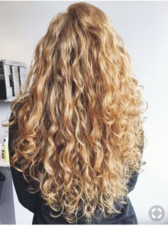 How to Get Heatless Loose Hair Waves with Only a Headband! How to Get Heatless Loose Hair Waves with Heatless Hairstyles, Loose Hairstyles, Pretty Hairstyles, Hairstyle Ideas, Long Curly Hair, Curly Hair Styles, Natural Hair Styles, Natural Wavy Hair, Curly Blonde