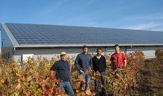 La famille Barreau avec Olivier Carré de méthode Carré devant le nouveau bâtiment et sa toiture photovoltaïque de 1700 m2. /Photo DDM, P.G