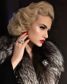 Gia Genevieve, Pin Up Hair, Brunette Hair, Makeup Yourself, Easy Hairstyles, Beauty Women, Editorial Fashion, Beauty Hacks, Autumn Fashion