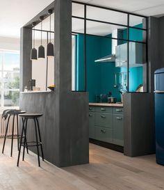 Peindre la cuisine en bleu vif