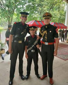 Army Pics, Army Ranks, Army Love, Indian Army, Proud Of You, Military Art, Captain Hat, Middle, Instagram