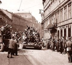 Liberation of Prague Ww2 History, World History, Prague Czech Republic, Old Paintings, More Pictures, World War Two, Old Photos, Wwii, Army