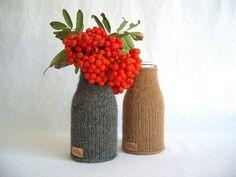Gestrickte Flaschenvase / knitted vase for bottles, diy by wollgruss via DaWanda.com