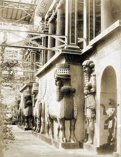 Facade of the Nineveh Court in the Crystal Palace, London about 1859 Ancient Mesopotamia, Ancient Civilizations, Ancient Artefacts, Vintage London, Old London, South London, Crystal Palace, Old Pictures, Old Photos