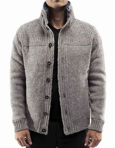 This Pin was discovered by Kad Mens Knit Sweater, Cable Knit Cardigan, Knit Jacket, Crochet Men, Pull Crochet, Mens Fashion Sweaters, Knit Fashion, Men's Fashion, Diy Crafts Knitting