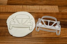 VW Camper Cookie Cutter and VW Beetle Cookie Cutter Set  Great High quality, 3D Printed by myself in food safe material.  You will receive both a unique VW Camper Van cookie Cooker (can not be purchased elsewhere).  Meansurements :  Camper van cookie cutter measures 110mm tall and 10mm cutting depth  VW Beetle Cookie Cutter measure 85mm tall and 10mm cutting depth.  Other custom and bespoke cookie cutters available - please let me know if you have any specific requirements.  Worldwide…