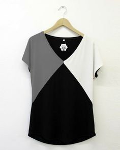 Check out our t-shirts selection for the very best in unique or custom, handmade pieces from our shops. Easy Sewing Patterns, Dress Patterns, Blouse Styles, Blouse Designs, Mode Abaya, Diy Vetement, Vetement Fashion, Blouse Dress, Fashion Sewing