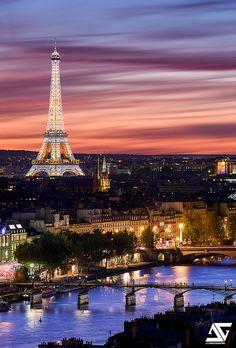 Paris depuis la tour Saint Jacques by A. Tour Eiffel, Torre Eiffel Paris, Paris Eiffel Tower, Paris Photography, Travel Photography, Torre Effiel, Tour Saint Jacques, Image Paris, Paris Tour
