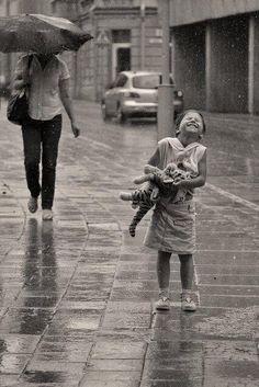 « Il y a des pluies de printemps délicieuses où le ciel a l'air de pleurer de joie. » (Paul-Jean Toulet)