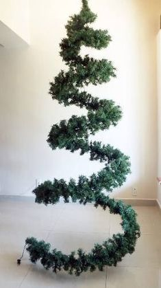 Cool Christmas trees (traffic) / New Year's interior / Christmas … – Happy Christmas Diy Christmas Lights, Disney Christmas Ornaments, Cool Christmas Trees, Christmas Tree Toppers, Outdoor Christmas, Xmas Tree, Christmas Home, Christmas Holidays, Christmas Wreaths