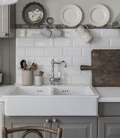 Ikea farmhouse sink can be used with laminate countertops Farmhouse Sink Kitchen, Kitchen Redo, Kitchen And Bath, Kitchen Remodel, Kitchen Design, Double Farmhouse Sink, Deep Kitchen Sinks, Faucets For Farmhouse Sinks, Ikea Kitchen Faucet