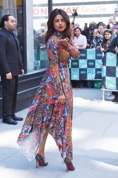 Priyanka Chopra - stops by the AOL Build Series in New York City - April 2018 Indian Celebrities, Bollywood Celebrities, Bollywood Fashion, Men's Fashion, Fashion Week, Fashion Dresses, Fashion Spring, Priyanka Chopra Hot, Priyanka Chopra Makeup