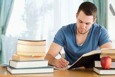 Muitas pessoas não possuem dinheiro suficiente para começar um curso que irá prepará-los para o