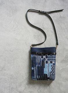 퀼트앤돌 디자인 Pouch, Wallet, Patchwork Bags, Denim Bag, Boro, Shibori, Refashion, Crafts To Sell, Bag Making