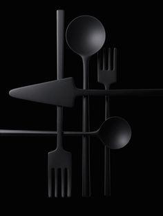 cs006 ミラノ国際博覧会日本館ギャラリースペース / 単純形態のカトラリー 高岡銅器 for 高田製作所