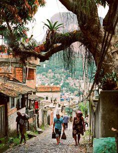 Laboriaux, Rocinha, Rio de Janeiro, 2013 © Marc Ohrem-Leclef 20 takes off…