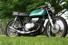 Suzuki gt380 with Jemco expansion chambers. I want these pipes so bad!!!
