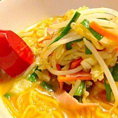 袋生麺デス(^o^)味噌ラーメン 野菜炒めをたっぷりのせていっただっきま~す❤ウマッ❤ - 49件のもぐもぐ - 味噌ラーメンで夕食 by kazu347