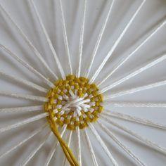 DIY tissage circulaire pour un dreamcatcher revisité.
