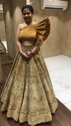 Indian Bridal Outfits, Indian Fashion Dresses, Indian Designer Outfits, Skirt Fashion, Designer Dresses, New Lehenga Design, Lehenga Designs, Stylish Dresses For Girls, Dress Clothes For Women