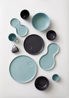 """Die neue Geschirrserie """"nudge"""" steht für alltäglichen Genuss und gesunde Mahlzeiten. Das Geschirr ist aus Porzellan und in 4 Farben von Espressotassen über Schüsseln bis hin zu Tellern erhältlich."""