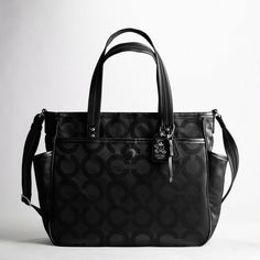 I looove my new COACH diaper bag. Early Christmas gift, thanks daddy.