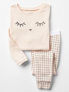 Toddler girl pajamas from Gap are made from super soft cotton, polyester and organic cotton. Shop toddler girl nightgowns, robes, and pajamas at Gap. Cute Pjs, Cute Pajamas, Cute Pajama Sets, Fashion Kids, Fashion Face, Fashion Wear, Pijamas Women, Kids Pjs, Gap Kids