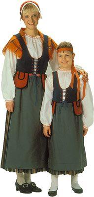 Perä-Pohjolan naisen puku. Kuva © Helmi Vuorelma Oy