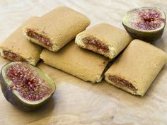 Fig Biscuits Recipe - The Recipe Club - The Biscuits with Figs are delicious homemade cookies inspired by the famous and delicious Settembr - Shortbread Biscuits, Yummy Snacks, Yummy Treats, Fig Rolls, Beaux Desserts, Biscotti Cookies, Italian Recipes, Sweet Recipes, Vegetarian