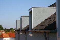 Meerdere strakke moderne dakkapellen van zink. Een echt metaalsoort verweven met polyester.