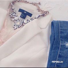 ¡¡Sabado!! ¿Preparadas para esta noches?  Collar de cristal blanco ➡️➡️ Pedidos por la web ✨www.nephra.es✨ #fashion #Moda #Tendencias #Estilo #Nephra #outfit #quemepongo #ootd #collar #cool #collarjoya #blanco #ootd #statement #statementnecklace #fashion #fashionstyle #style #sabado