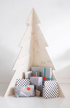 Wood plank Christmas tree. Easy fold storage. No mess. Can be painted.