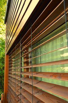 Holz-Außenjalousien (Fenster oder Fassade)   SKIRPUS Holzjalousien Fabrik