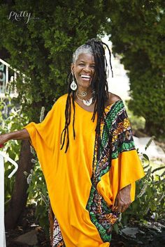dreads on old pretty people Beautiful Black Women, Beautiful People, Pretty People, Color Plata, Ageless Beauty, Going Gray, Dreadlocks, African Hairstyles, Relaxed Hairstyles