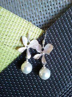 Ballants orchidées Flower Earrings  Drop balancent par LaLaCrystal, $20.50